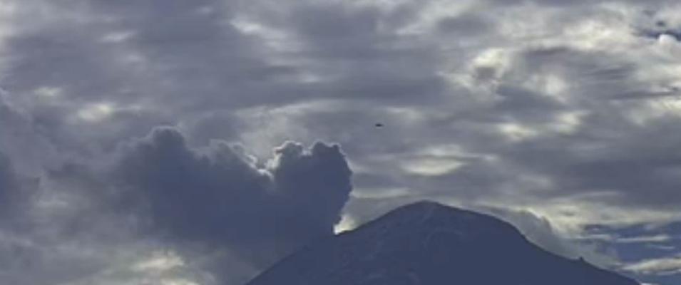 OVNI filmado por câmera pública em vulcão