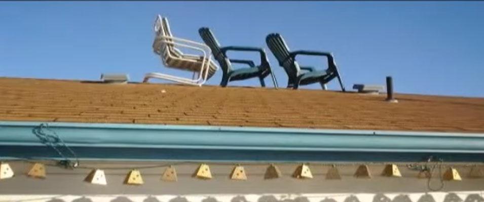 stan-romanek-cadeira-chair-roof-telhado