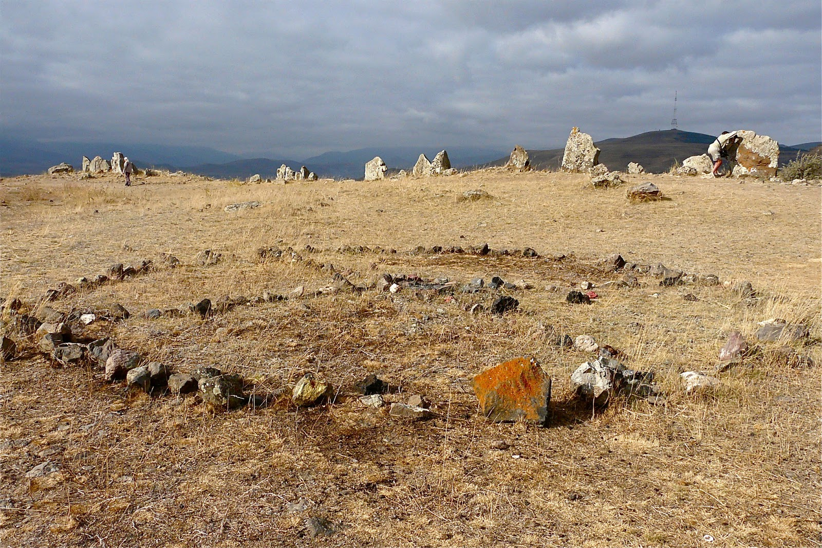 O stonehenge da armenia , Karahunj - outromundo.net