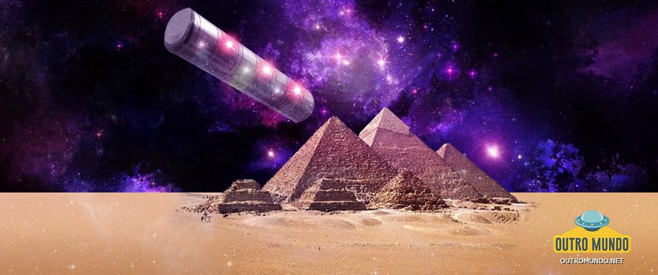 OVNI Cigar-Shaped fotografado próximo as pirâmides de Gizé no Egito