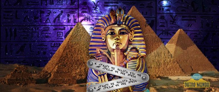 Misteriosa descoberta sobre uma placa de metal, encontrada em uma pirâmide egípcia