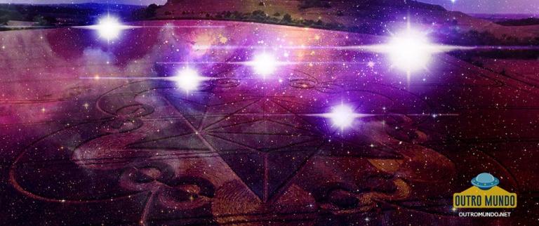 OVNIs aparecem próximos a agroglifo durante transmissão ao vivo no facebook