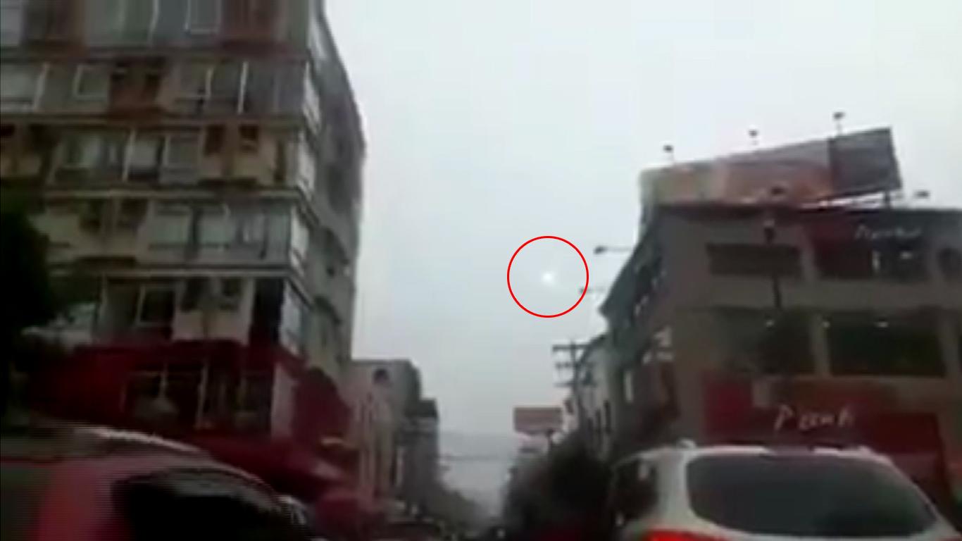 Motorista filma OVNI em avenida movimentada de Honduras
